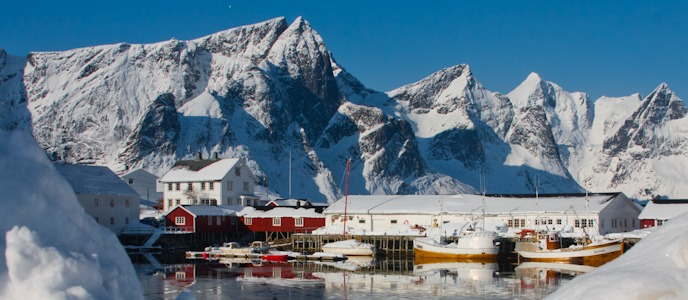 Lofoten in Northern Norway I @SatuVW I Destination Unknown