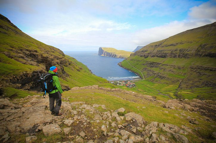 Hiking in the Faroe Islands I @ Kate Cornfield I Destination Unknown